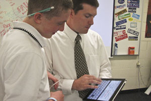 Powell plans iPad experiment with his advisory