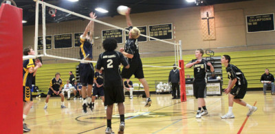 St. Paul's defeats men's varsity volleyball