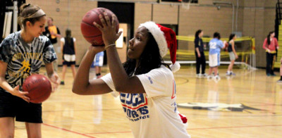 Women&#8217;s basketball teams raise money for families in need