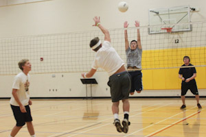 Men's volleyball strives to improve with Lawler as new coach